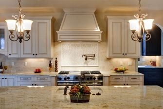 Luxury-kitchen-with-granite-counter-tops